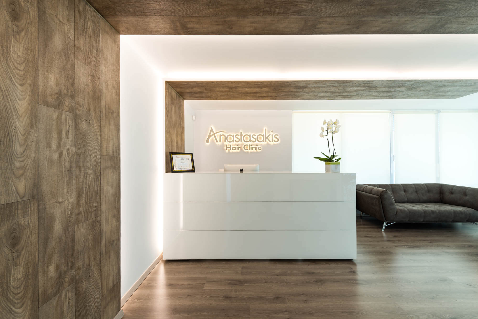 Είσοδος & reception desk Anastasakis Hair Clinic