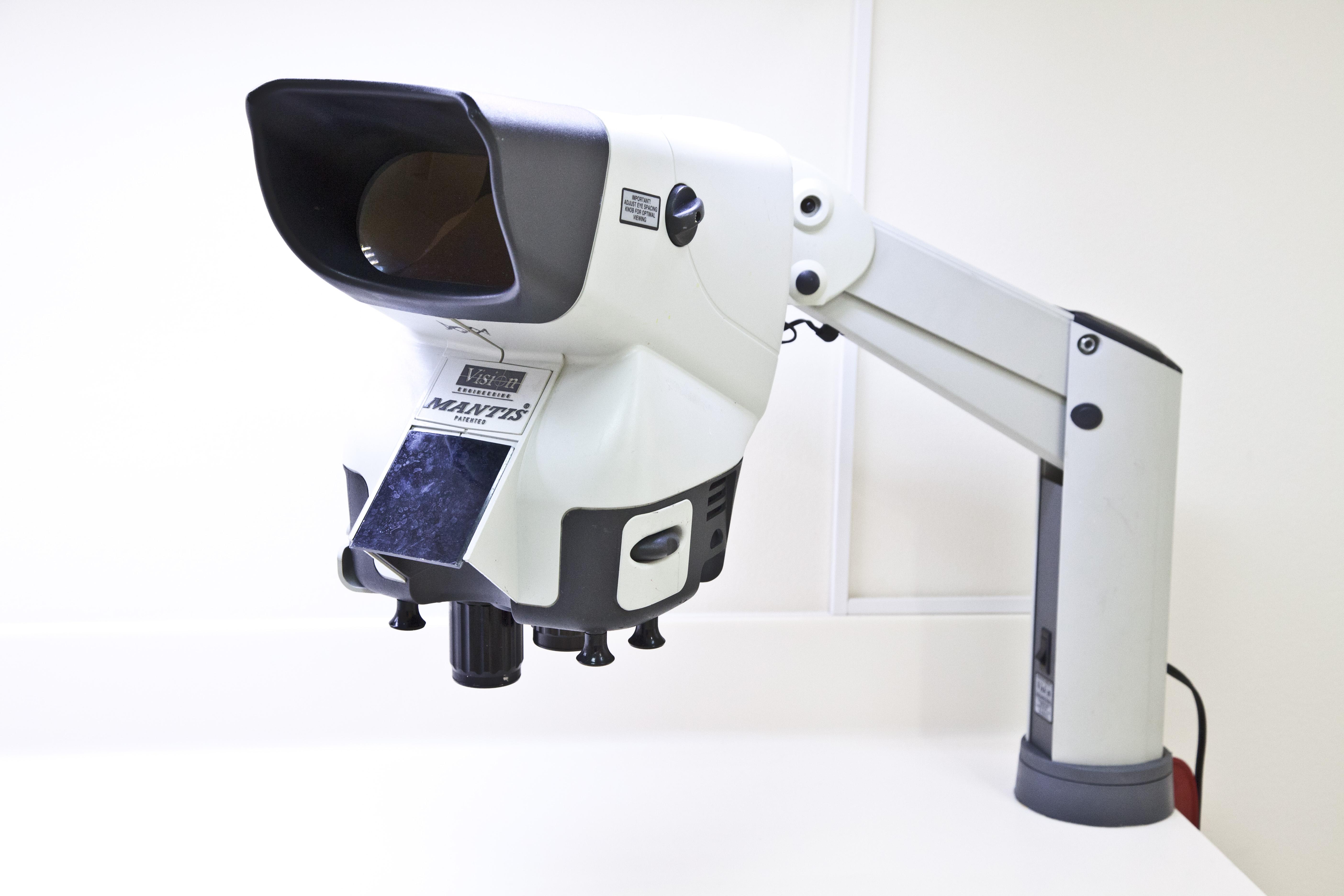 μικροβιολογικό ειδικό μικροσκόπιο