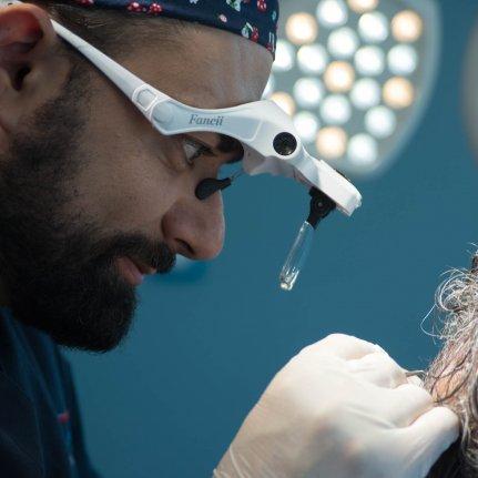 Μεταμόσχευση μαλλιών με FUE