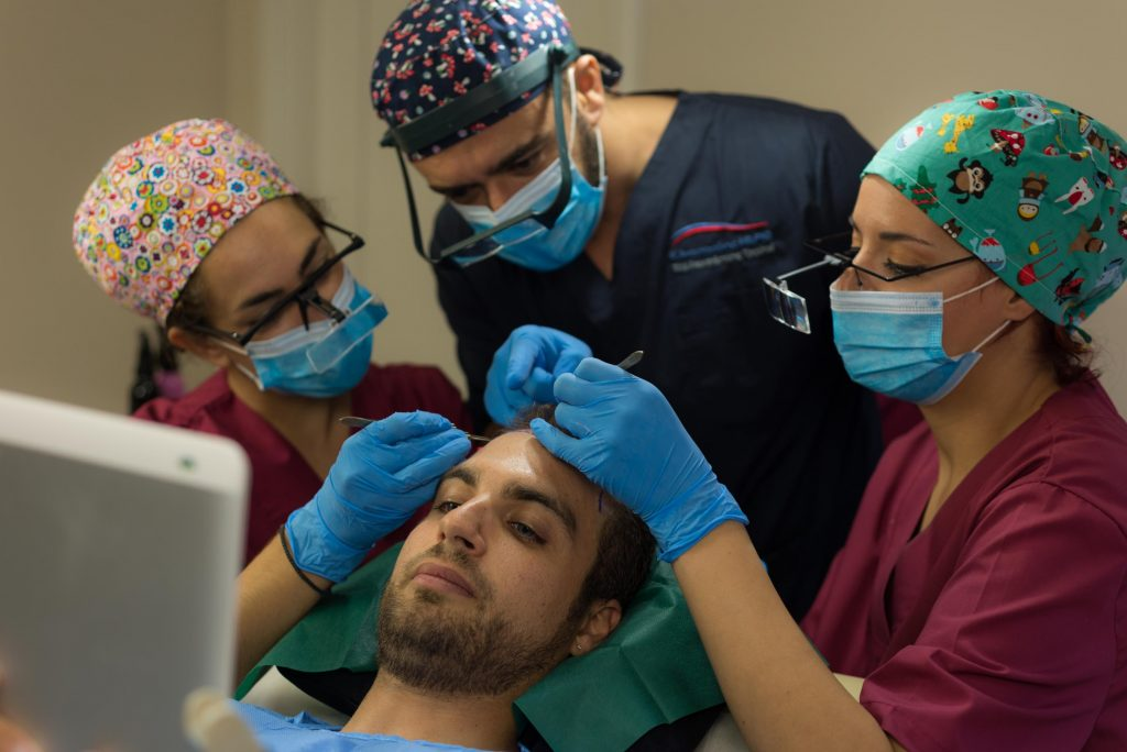 εμφύτευση μαλλιών στο hairline από την Anastasakis Hair Clinic