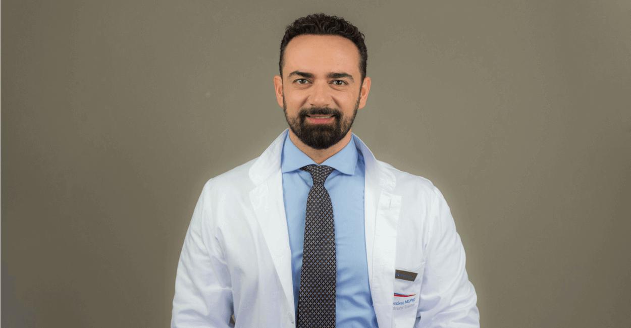 Δρ. Αναστασάκης ιατρός μεταμόσχευσης μαλλιών