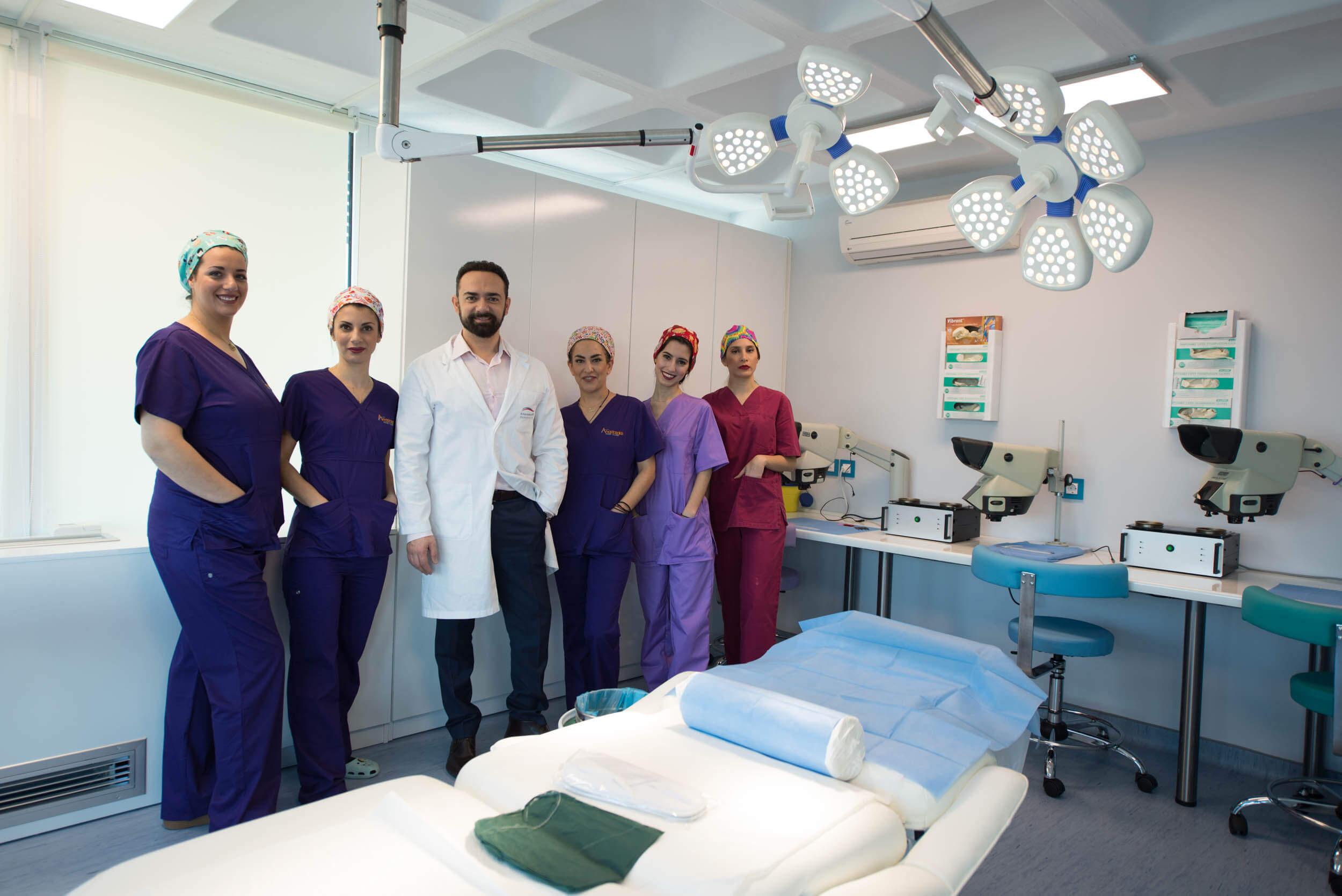 Nοσηλευτικό προσωπικό μεταμόσχευσης μαλλιών Anastasakis Hair Clinic 2