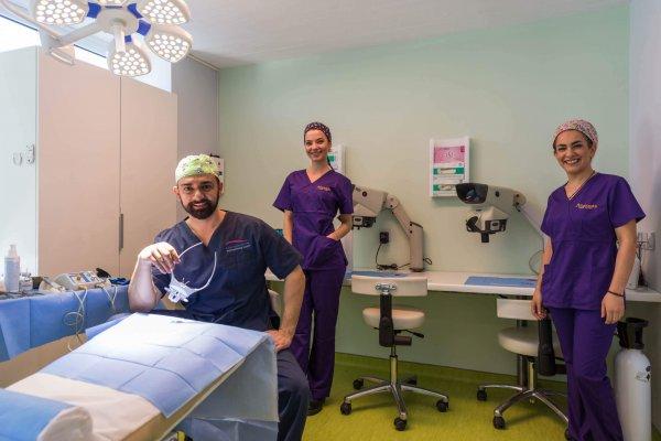 Nοσηλευτικό προσωπικό μεταμόσχευσης μαλλιών